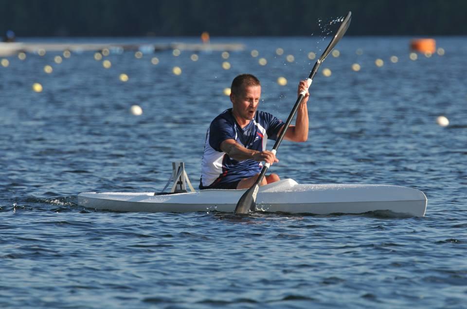 Melonnan kilpalajit tarjoavat luonnonläheisen harrastuksen sekä elämyksiä urheilun parissa. Kuvassa Ari Marjamäki. (SM K1 M40v 5000m, 2013.)